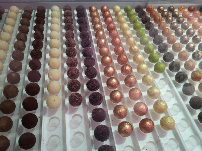 Decorated chocolate truffles at Vioko
